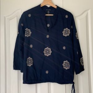 🎁 3/$20 SALE Lucky Brand Navy embroidered top